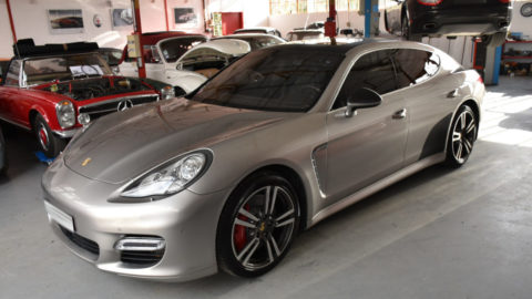 Covering Carbone sur une Porsche Panamera Turbo