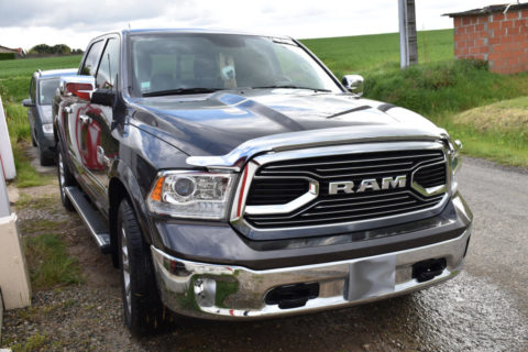 Covering et Film de protection sur le capot de ce Dodge RAM 1500