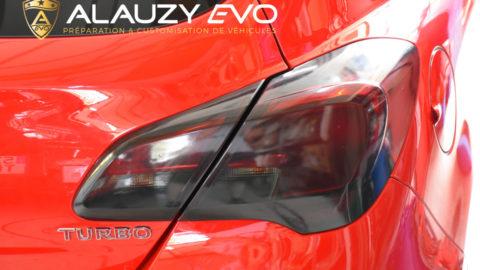 Film teinté noir transparent pour les feux de cette Opel Corsa OPC Line